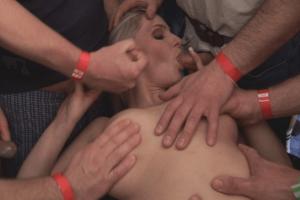 Gangbang Sexbilder mit versauter Hobbynutte
