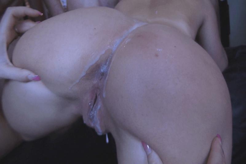 Angwichstes Hinterteil einer geilen Ehefotze bei einer privaten Sex Orgie
