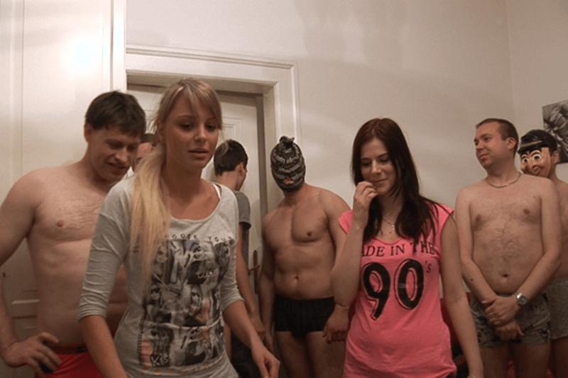 Gratis Sexfoto zeigt junge Mädchen beim Gruppensex mit Kerle aus dem Internet