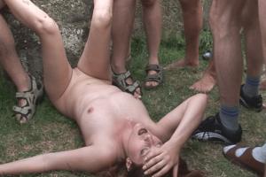 Gruppenfick Porno Video mit vollgewichster Hure