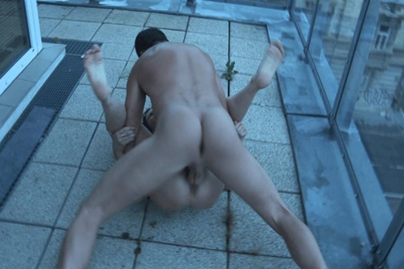 Private Pornoaufnahmen vom Flotten Dreier am Balkon