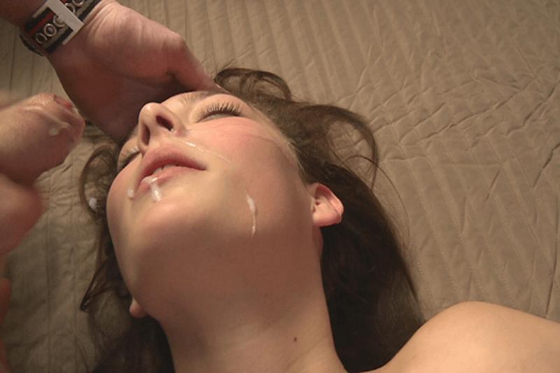 Privates Bukkake Sexfoto in Nahaufnahme mit junger Oralsex Schlampe