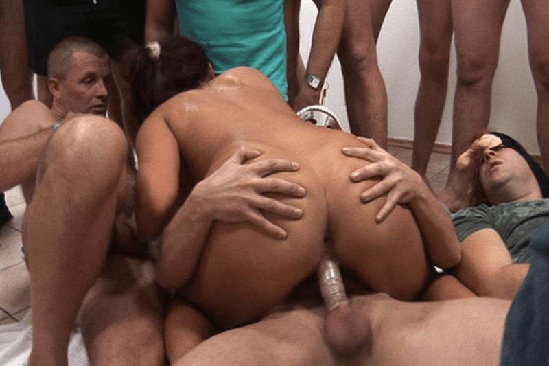 Austausch von paar gangbang porno
