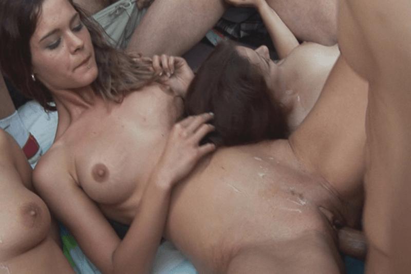 Spermageile Gruppensex Amateurinnen beim Ficken mit fremden Typen