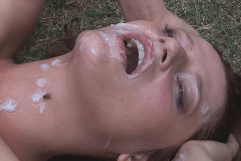 Versaute Dorfschlampe auf Gangbang Sexfoto massiv vollgewichst
