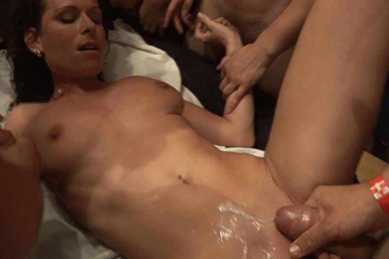 смотреть порно онлайн чешский ганг банг
