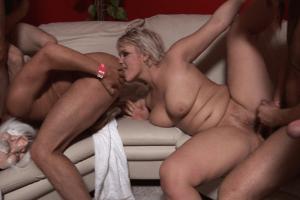 Versaute Gruppensex Orgie mit Arsch lecken