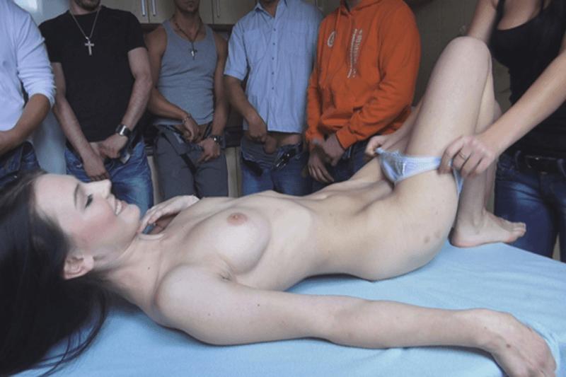 Versautes XXX Bild vom Teen Gangbang Sex