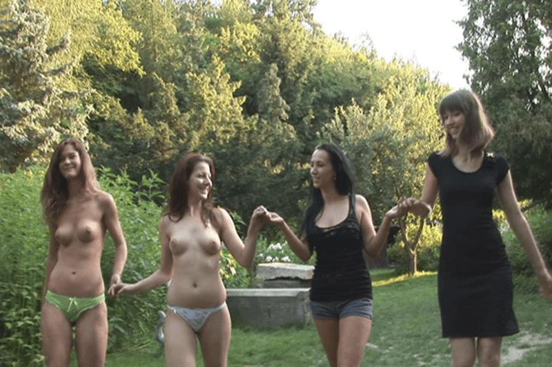 Vier Freundinnen beim Amateur Gruppensex im Freien