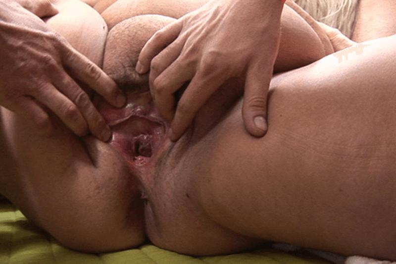 Weit  geöffnetes Fotzenloch in Nahaufnahme von fetter Gangbang Stute