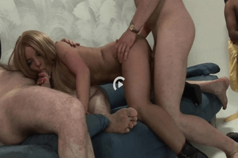 Geiler Ausschnitt aus versautem XXX Gangbang Porno Film