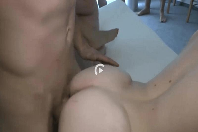 Hardcore Doppelpenetration beim Rudelficken
