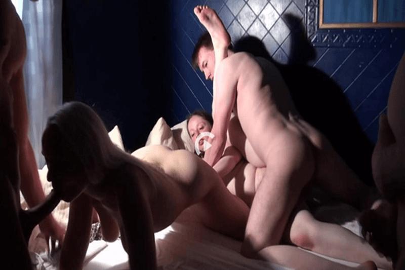 Reife Weiber beim Hardcore Ficken im Rudelsex Porno