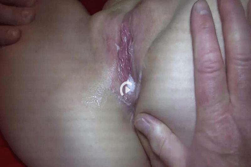 Scharfes Sexbild zeigt geiles Luder beim Gangbang mit versautem Fotzen Sex