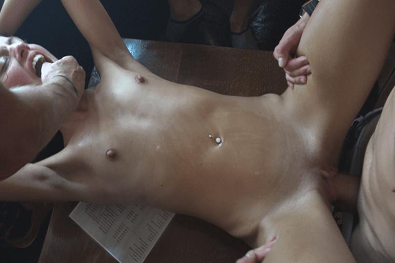 Versauter Hardcore Porno Sex zu dritt